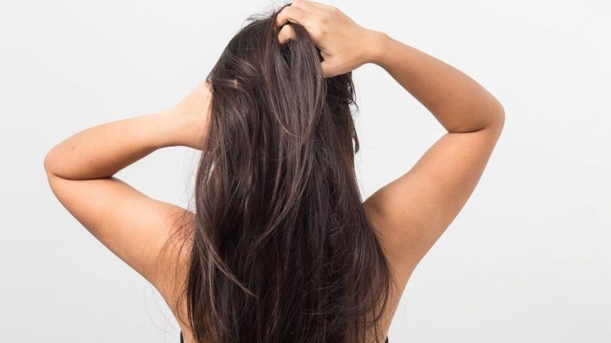 How To Heal A Dry Scalp With Natural Remedies