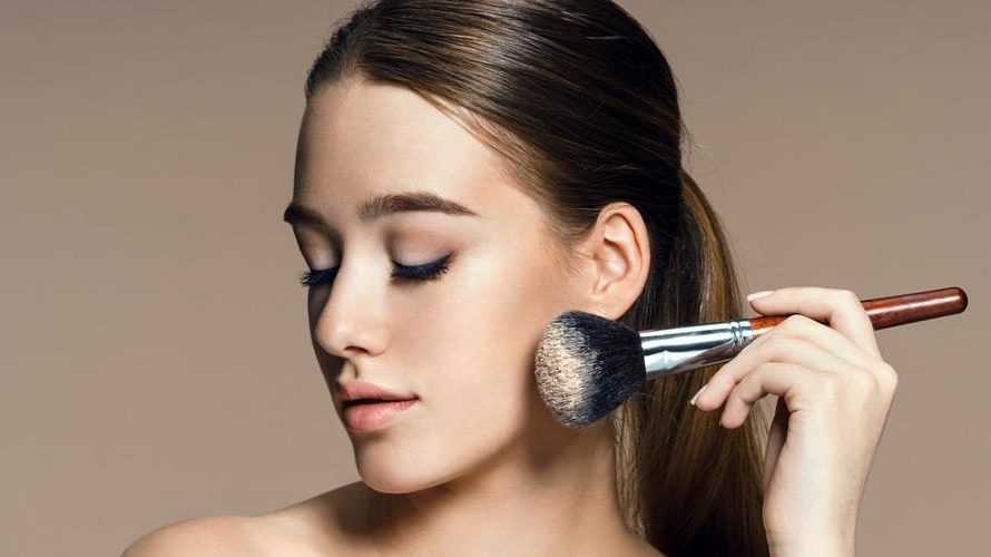 A Complete Buying Guide For The Best Powder Foundation