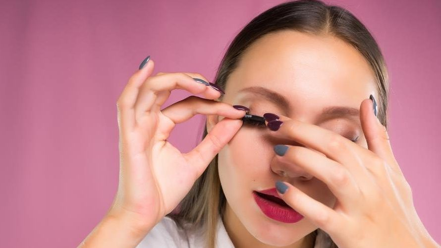 What Is The Best Eyelash Glue You Can Buy Online?